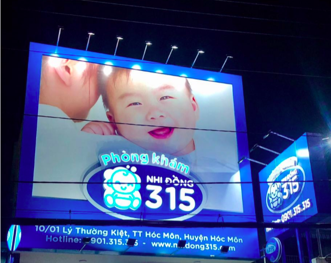 Một biển hiệu quảng cáo của Nhi Đồng 315. Ảnh: Businessnewsasia.