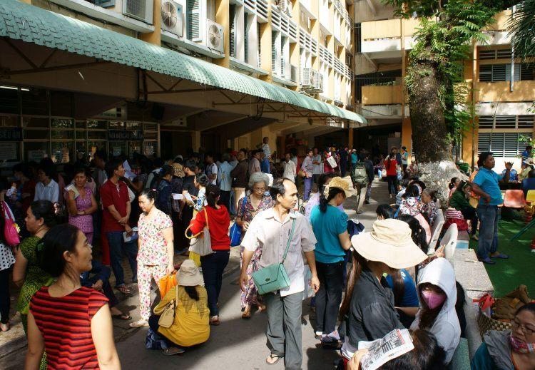 Người dân đông đúc các bệnh viện ở Thành phố Hồ Chí Minh, Việt Nam. / Nguồn ảnh: 123rf